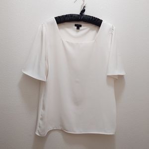 🦄4 for $25🦄 White Ann Taylor blouse